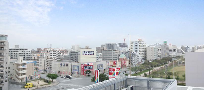 沖縄テクノス事務所屋上から那覇中心街の風景