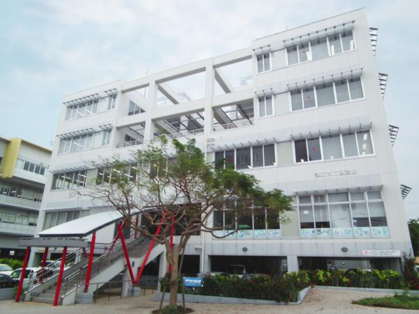 那覇市IT創造館の外観