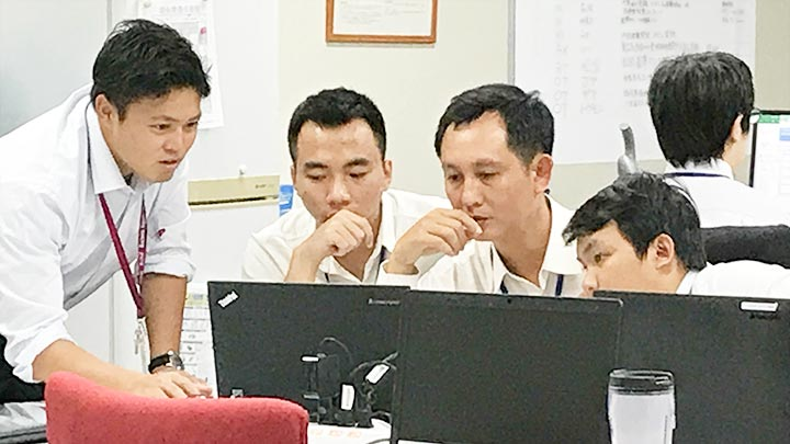 アジアIT人材交流促進事業ベトナムの方との仕事1